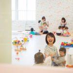 【無料保育園完備】初心者でも来月から働ける!保育ルームと壁1枚で繋がる、広島にあるママオフィス『ピーカブー』の正体
